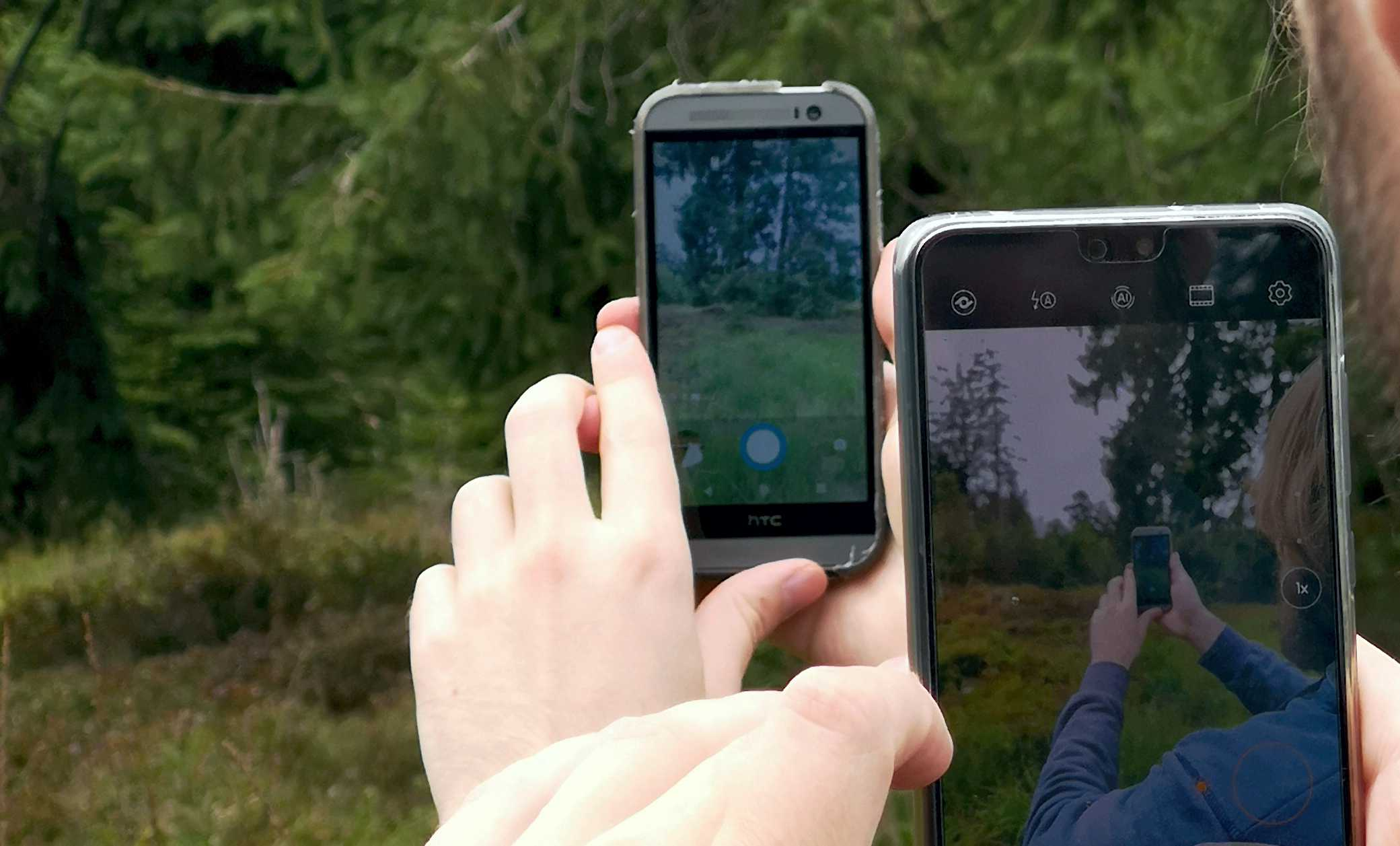 Smartphone Spiel in der Natur